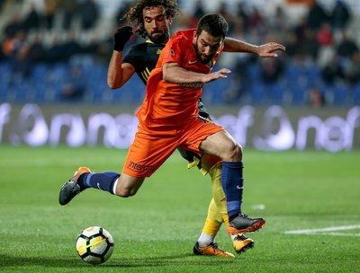 Galatasaray taraftarından Arda Turan'a pankartlı mesaj