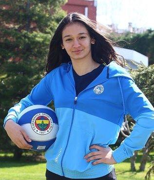 Fenerbahçe İdil Saçalır'la profesyonel sözleşmeye yapıldı