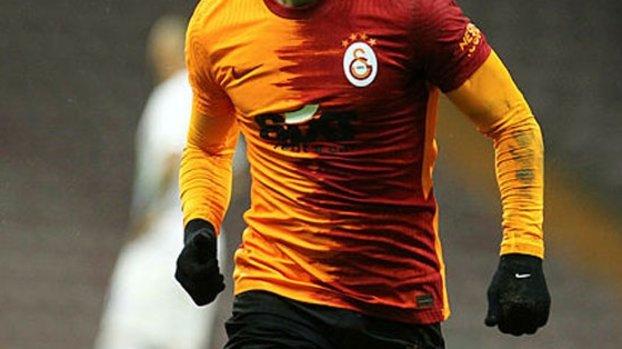 Galatasaray'da sıradaki imza Emre Akbaba! #