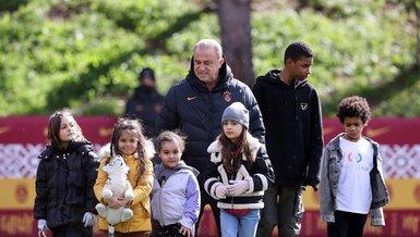 Son dakika Galatasaray haberleri   Futbolcuların çocuklarından tesislere ziyaret