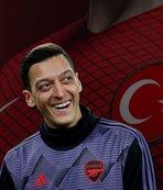 Milli yıldız Mesut Özil'in yanına gidiyor! İşte o teklif