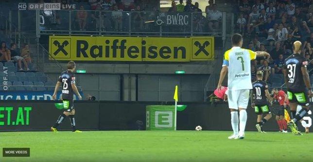 Avrupa Ligi maçında hakem yerde kaldı!