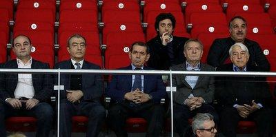Dursun Özbek takımı yalnız bırakmadı