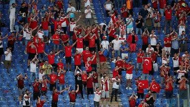 Türkiye İtalya maçı   Roma Olimpiyat Stadı'nda 'Türkiye' tezahüratları! Tribünde büyük destek