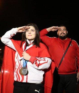 Milli halterci Ayşegül'e memleketinde coşkulu karşılama