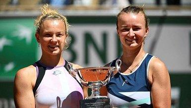 Barbora Krejcikova Fransa Açık'ta teklerin ardından çiftlerde de kupaya uzandı