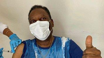 Pele receives coronavirus vaccine!