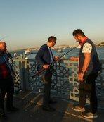 Bakan Kasapoğlu Galata Köprüsü'nde balık tuttu