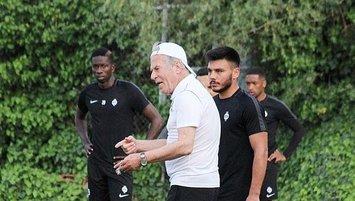 Mustafa Denizli'den gençlere yakın takip