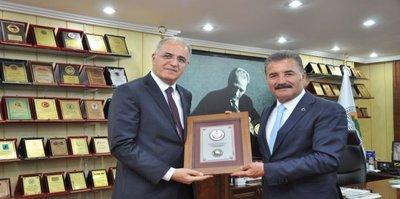 Voleybol Federasyonu'ndan Başkan Tuna'ya plaket