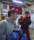 Baba ve oğulları boksör yetiştiriyor