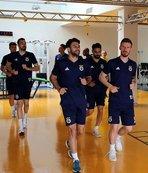 Fenerbahçe önce salonda sonra sahada çalıştı