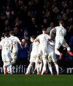 Leeds Unitedlı futbolculardan alkışlanacak hareket!