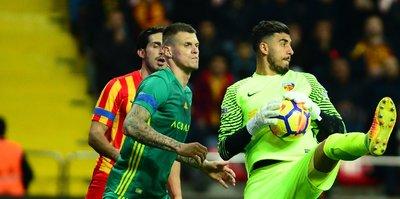 Vedat Karakuş, Süper Lig'deki ilk maçında kalesinde 5 gol gördü