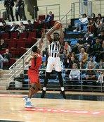Sakarya Büyükşehir Belediye Basketbol'dan tarihi galibiyet