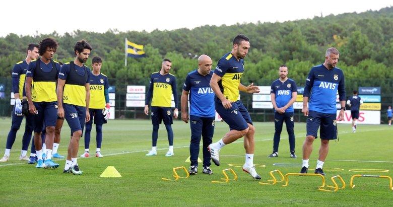 Fenerbahçe'ye 2 yıldız futbolcudan iyi haber!