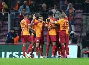 """Rıdvan Dilmen: """"Galatasaray 2 haftadır 10 kişiye karşı oynuyor"""""""