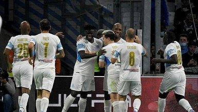 Samir Nasri'nin görüntüsü olay oldu! Drogba'nın hat-trick yaptığı maçta Nasri dikkat çekti!
