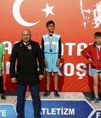 Genç atletler Atatürk için koştu