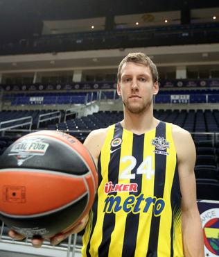 Fenerbahçeli Vesely baba oldu