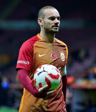 Futbolu bırakan Sneijder aldığı kilolarla dikkat çekti