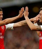 Mesut Özil'e takım arkadaşından büyük destek!