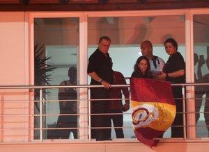Florya'dan kutlama fotoğrafları! Balkona çıktı ve...