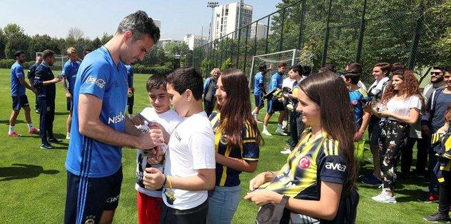 Fenerbahçe minik konukları ağırladı