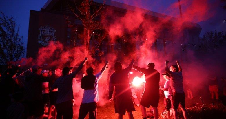 Liverpool taraftarı şampiyonluğu böyle kutladı!