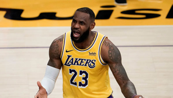 LeBron Lakers'ı uçurdu!