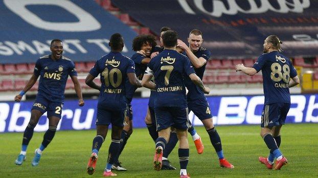 Son dakika FB transfer haberleri | Fenerbahçe'de Attila Szalai ve Osayi Samuel Ada yolcusu!