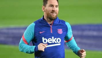 Messi 2 yıl daha