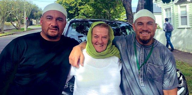 Yeni Zelandalı Rugby oyuncusunun annesi ve arkadaşı Müslüman oldu