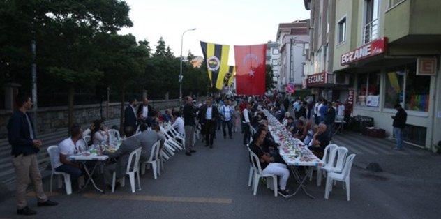 Sarı-lacivert iftar