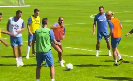 Everton sosyal medya hesabından Cenk Tosun klibi paylaştı