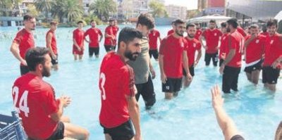 Süs havuzlu protesto