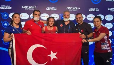Son dakika spor haberi: Milli güreşçi Selvi İlyasoğlu yıldızlarda dünya şampiyonu oldu