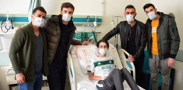 Bursasporlu futbolculardan anlamlı ziyaret