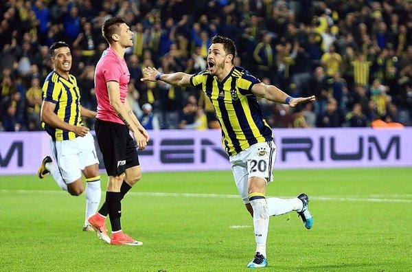 Giuliano Fenerbahçe taraftarını mest etti