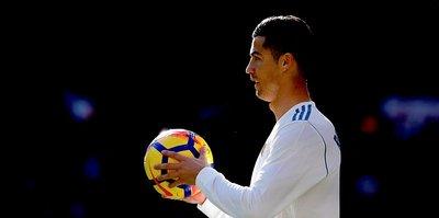 Ronaldo, 4. kez yılın futbolcusu seçildi