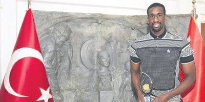 Ekpe Udoh'a anlamlı ödül