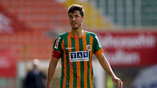 Son dakika transfer haberi: Beşiktaş Salih Uçan transferini bitirdi!