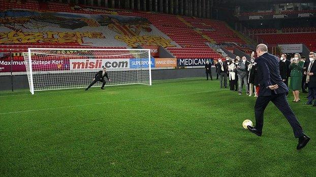 Başkan Recep Tayyip Erdoğan sahaya indi! Durmak yok gollere devam #