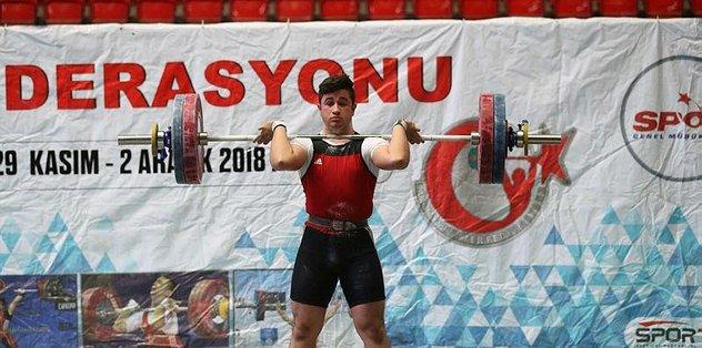 Bakan Kasapoğlu'ndan genç haltercilere tebrik
