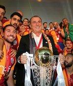 Galatasaray hem ezeli rakiplerini hem de dünya devlerini solladı!