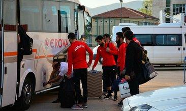 Küme düşen takımın futbolcuları minibüsle döndü!