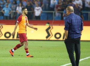 Galatasaray taraftarı çıldırdı: ''Defol git Belhanda''