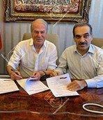 Mustafa Denizli Traktör Sazi'yle 5 yıllık sözleşme imzaladı