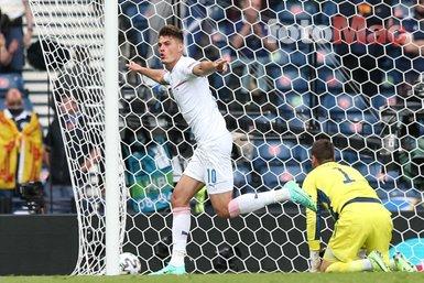 Son dakika spor haberi: EURO 2020'ye damga vuran gol!Patrik Schick orta sahadan attı