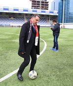 Bakan Bak, down sendromlu futbolcularla maç yapacak